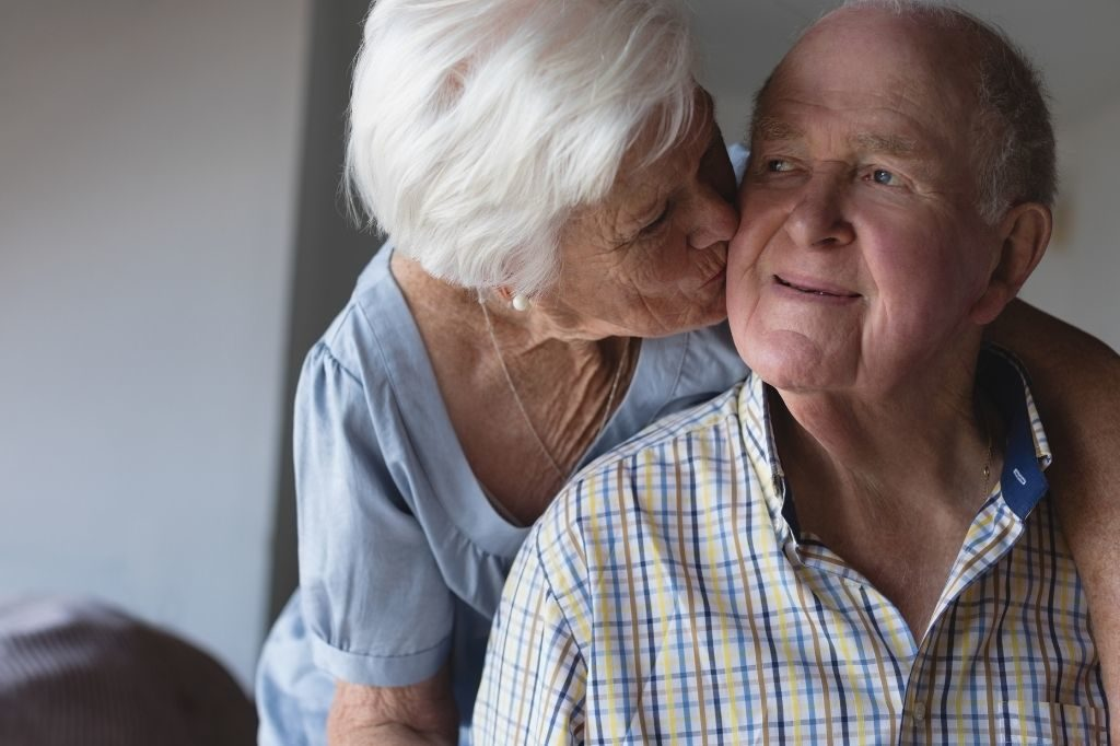how do you tell the difference between dementia and forgetfulness